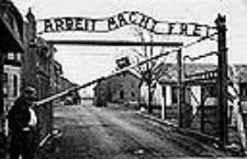 Puerta de entrada al campo de exterminio de Auschwitz
