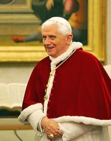 El Papa Benedicto XVI en marzo de 2007 (fuente:wikipedia)