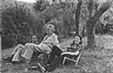 Blas de Otero entre Celia Valbuena y Benito Madariaga