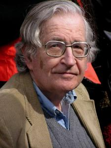 Noam Chomsky en 2004 (foto de Duncan Rawlinson; fuente: wikipedia)