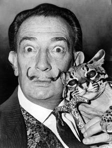 Salvador Dalí en 1965 (foto de Roger Higgins ;fuente: wikipedia)
