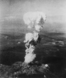Hongo atómico sobre Hiroshima, 6-8-1945 (wikipedia)
