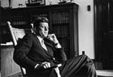 John Fitzgeral Kennedy en 1959 (foto de John Vachon, wikipedia)