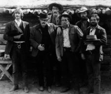 Robert Redford y Paul Newman con el resto de la banda en Dos hombres y un destino