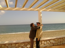 José Luis Sampedro y Olga Lucas en su querida cala de Mijas